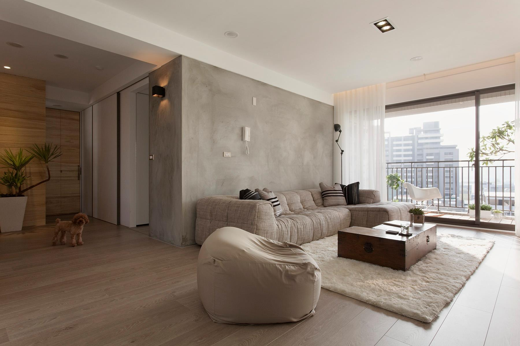 5-Concrete-feature-wall-living-room